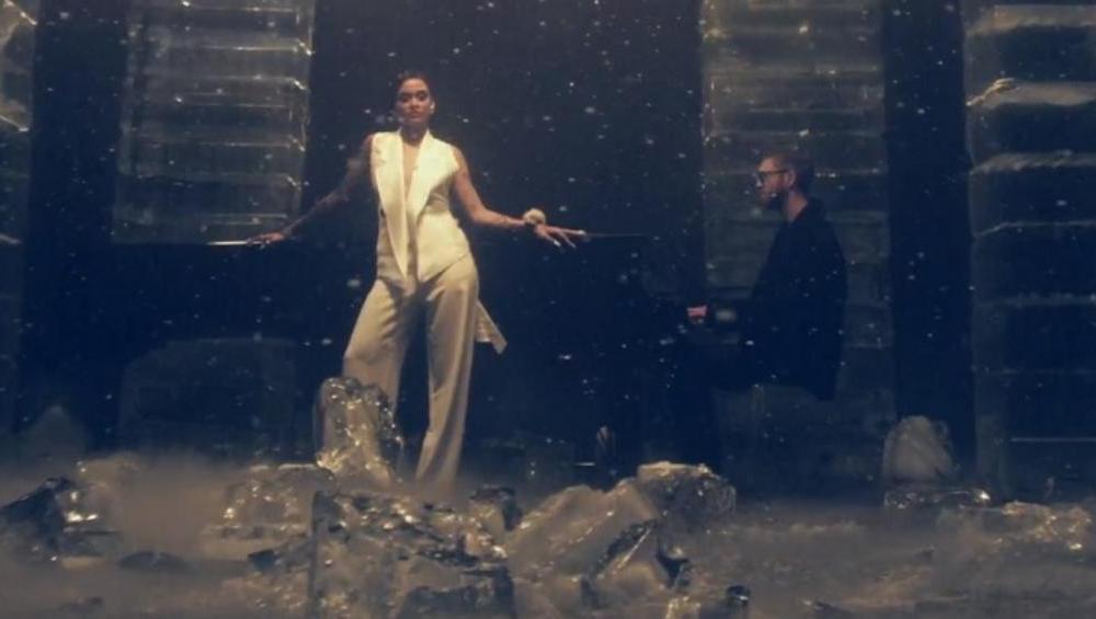 Piękna Kehlani i raper Lil Yachty w nowym, artystycznym klipie Calvina Harrisa do FAKING IT!