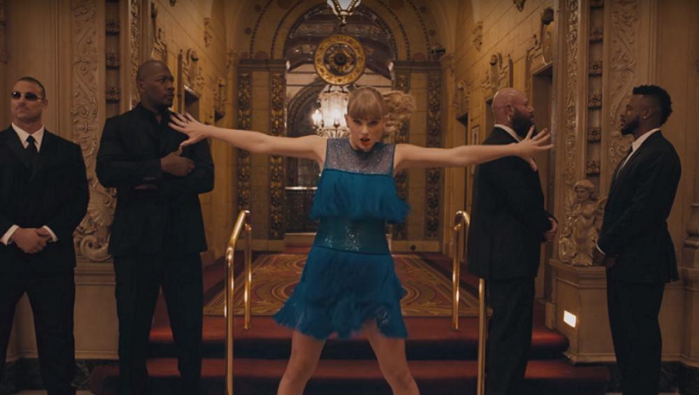 """""""Niewidzialna"""" Taylor Swift tańczy i wygłupia się w teledysku do singla """"Delicate""""!"""