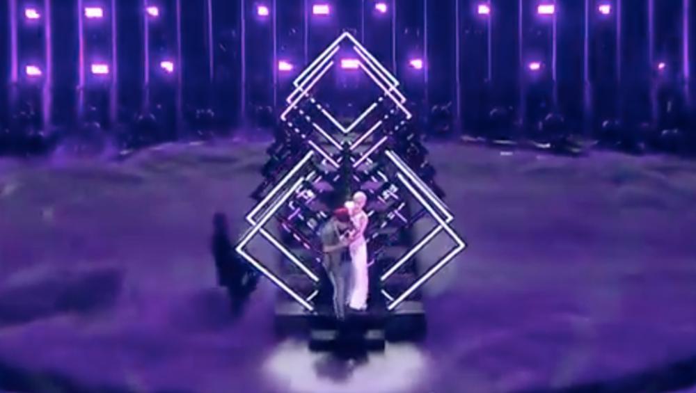 Eurowizja 2018: Mężczyzna wbiegł na scenę podczas występu Wielkiej Brytanii! [WIDEO]