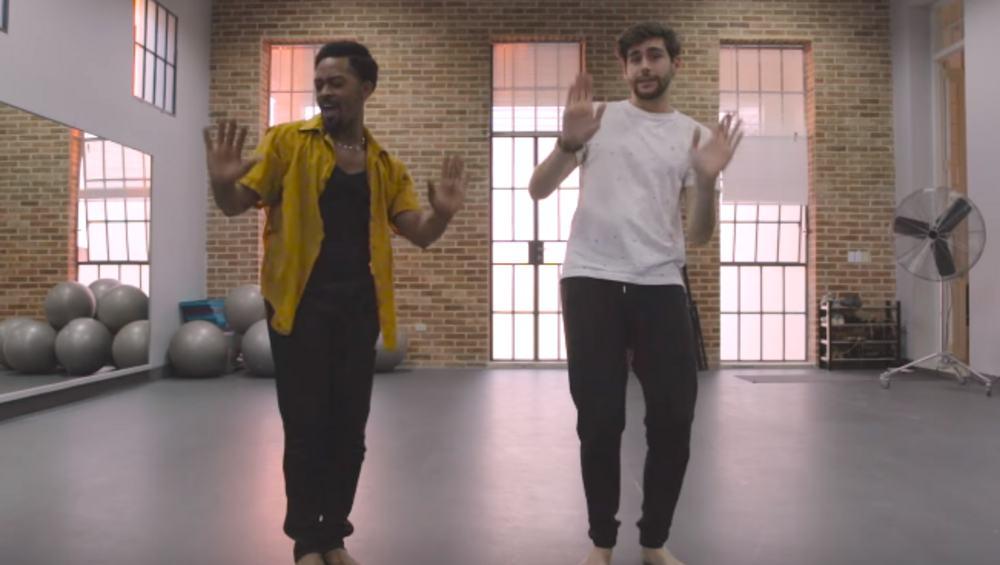 """Alvaro Soler pokazuje, jak tańczyć do jego najnowszego przeboju """"La Cintura"""""""