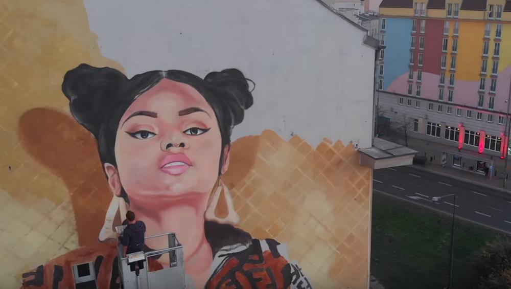 Ogromny mural z Nicki Minaj w Warszawie! Podobna?