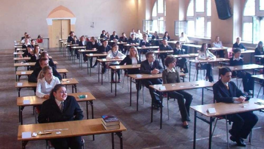 Uczniowie nie odbiorą świadectw ani legitymacji. Nowy przepis