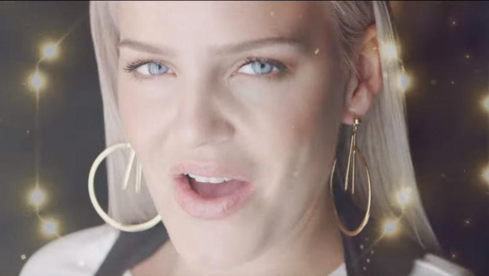 Anne-Marie i David Guetta: wirtualna rzeczywistość w klipie do Don't Leave Me Alone