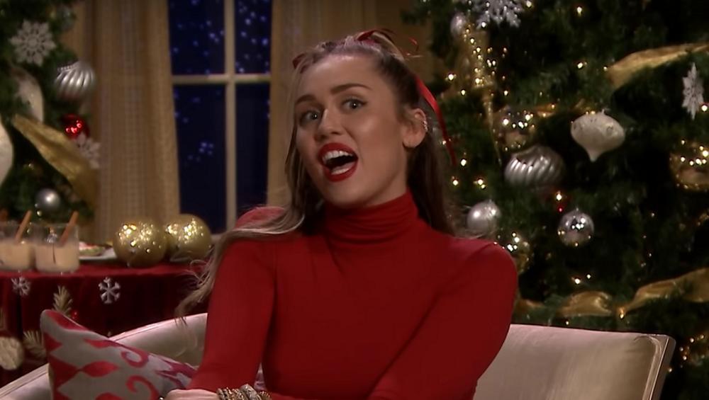 Miley Cyrus w piosence SANTA BABY. Czujecie magię świąt?
