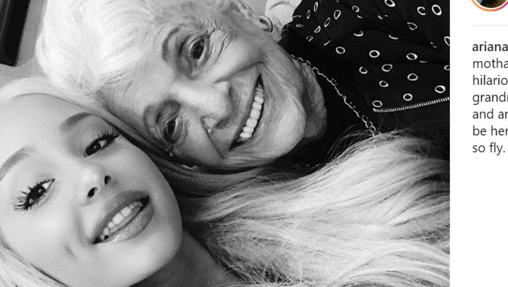 Ariana Grande i jej babcia zrobiły sobie takie same tatuaże. Urocze?