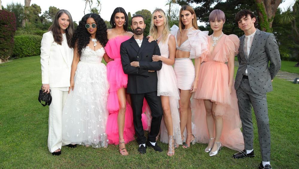 Kolekcja Giambattista Valli x H&M: Kendall Jenner w ubraniach z kultowej sieciówki