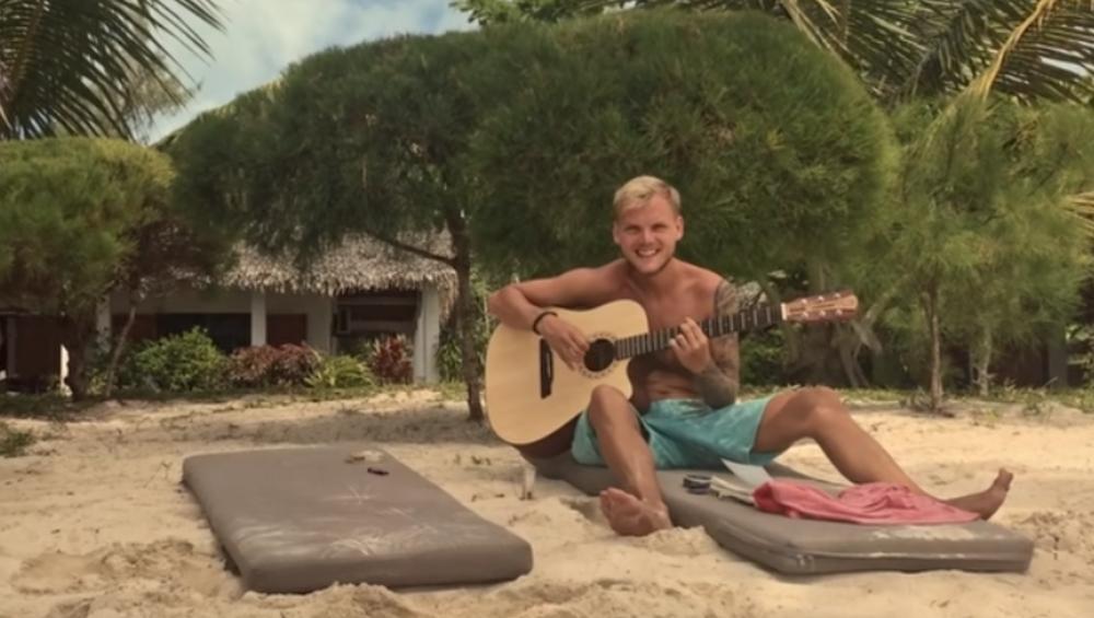 Avicii: pośmiertny teledysk z ostatnich wakacji DJ-a. Zobacz wzruszający hołd