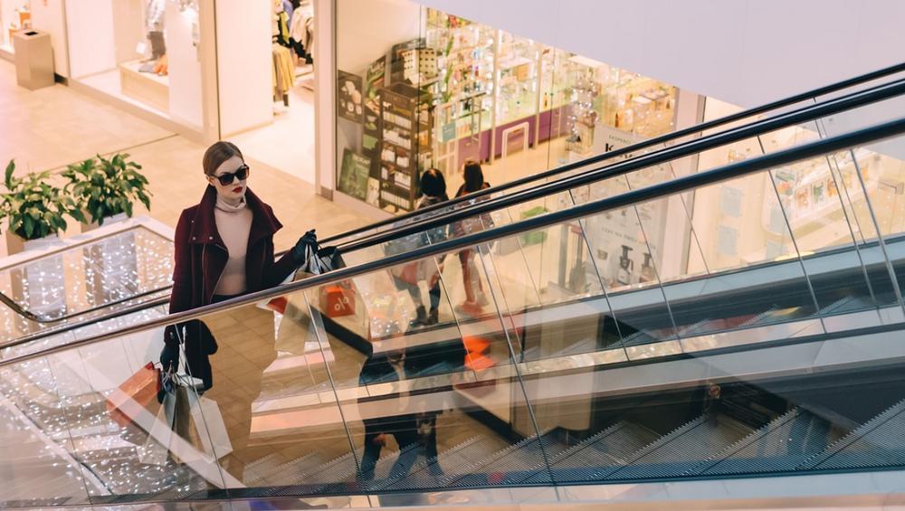 Najpopularniejsze Centrum Handlowe W Warszawie Zmienia Nazwę