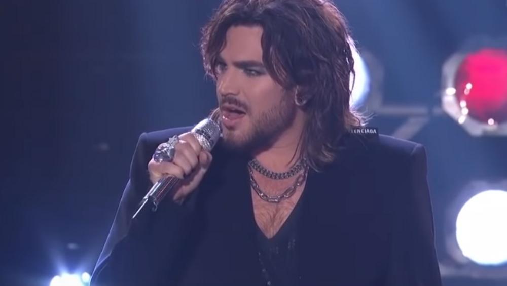 Adam Lambert śpiewa Bohemian Rhapsody. To wykonanie MIAŻDŻY