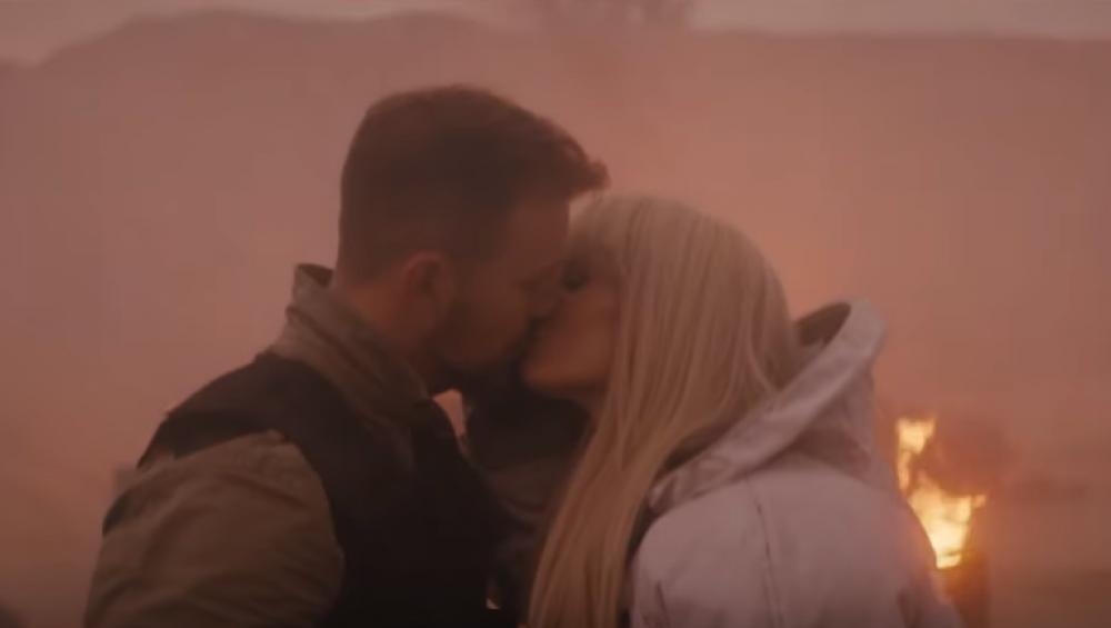 Sylwia Grzeszczak całuje się z tajemniczym mężczyzną! Zobacz klip RAKIETY