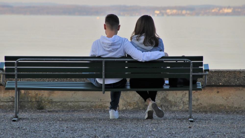 Orbiting: nowy trend w randkowaniu. O co chodzi?