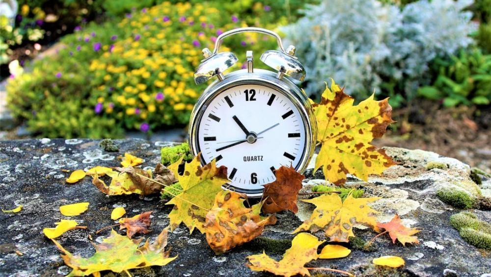 Zmiana czasu na zimowy 2021. Kiedy jesienią przestawiamy zegarki? [DATA]