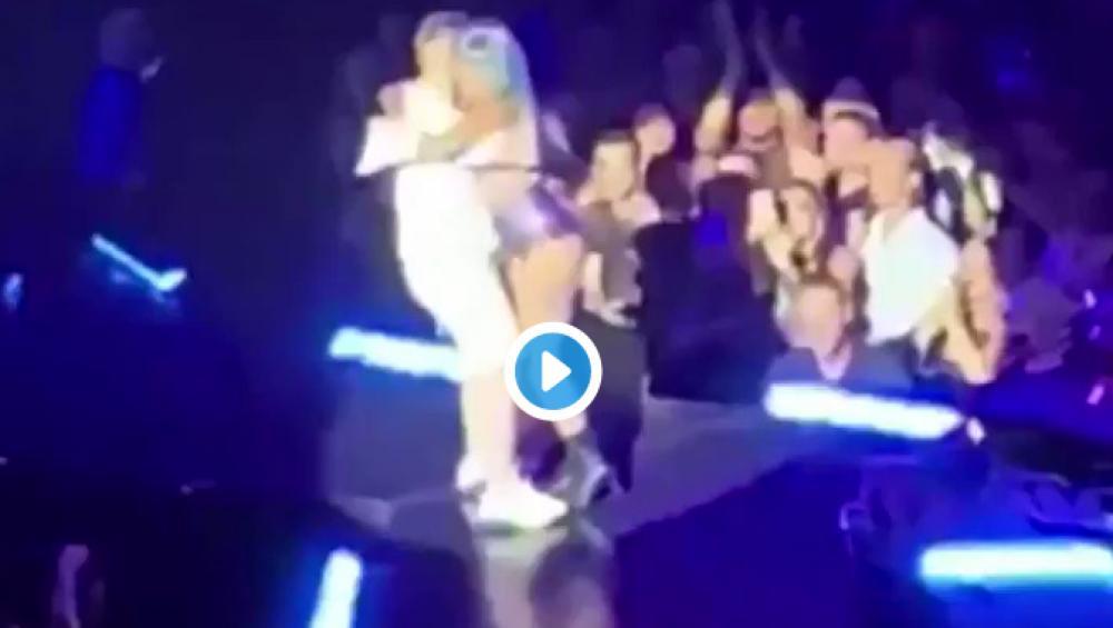 Lady Gaga spadła ze sceny na koncercie! Jest wideo