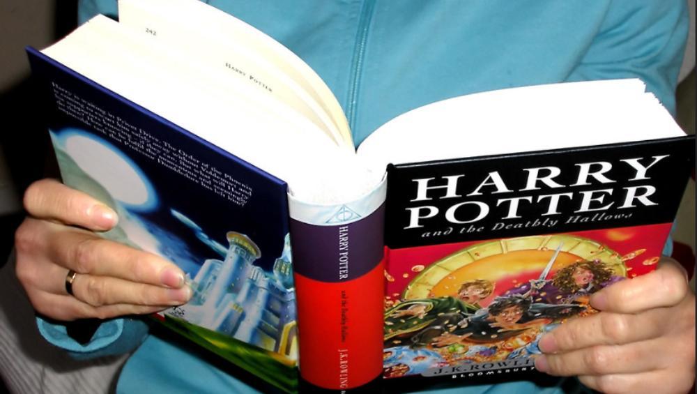 'Harry Potter' wycofany z polskiej szkoły. Książka 'infekuje dusze dzieci'?