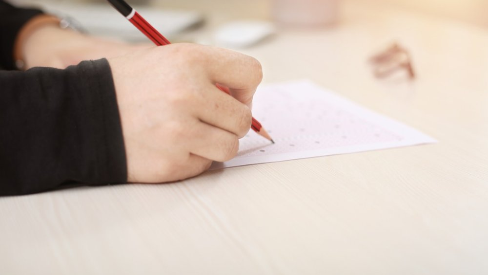 Koronawirus opóźni matury i egzamin 8-klasisty? Minister komentuje