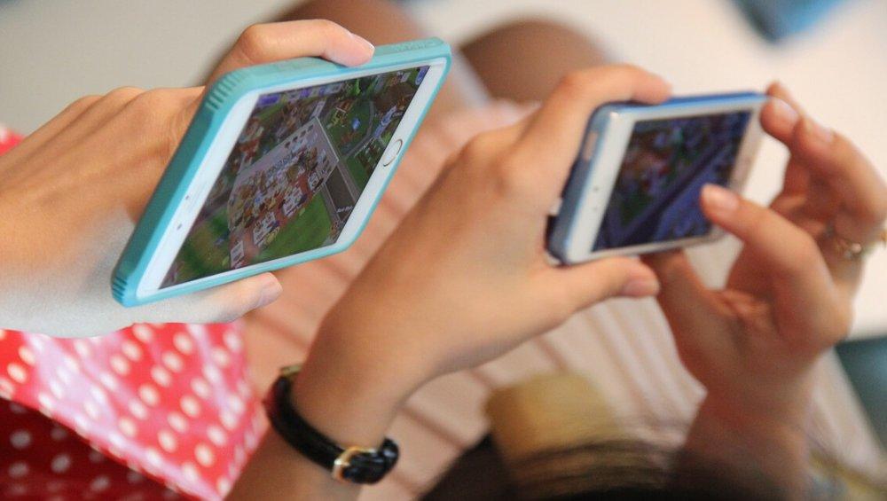 Najlepsze gry na smartfony: w co warto grać? [iOS, Android]