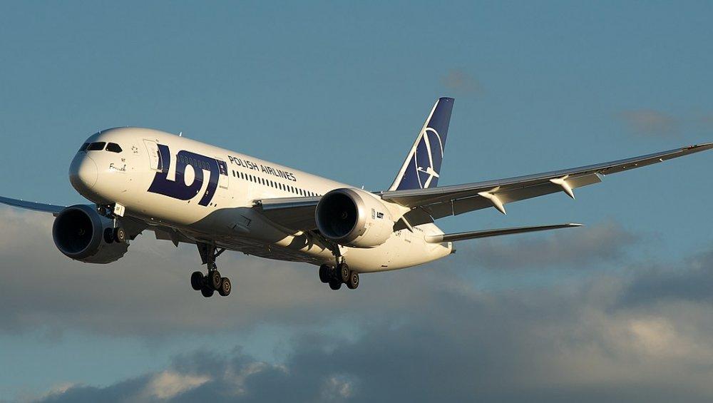 LOT wznawia loty pasażerskie. Gdzie polecimy i jakie zasady obowiązują?