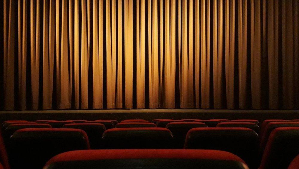 Teatr online za darmo: gdzie oglądać spektakle w internecie?