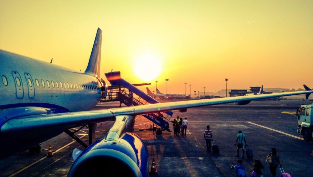 Zakaz lotów przedłużony do 8 grudnia. Dokąd można lecieć z Polski?