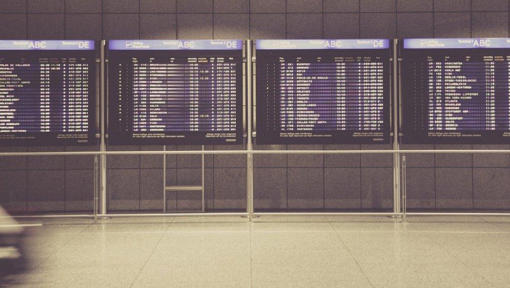 Zakaz lotów do Polski od 30 września [LISTA MIEJSC]