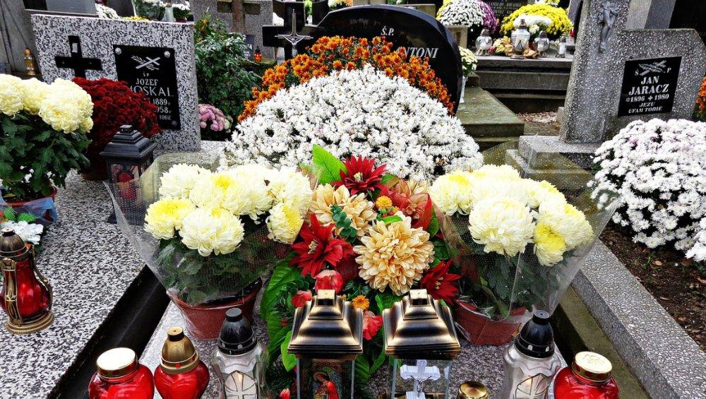 Zamknięte cmentarze na Wszystkich Świętych. Oświadczenie premiera