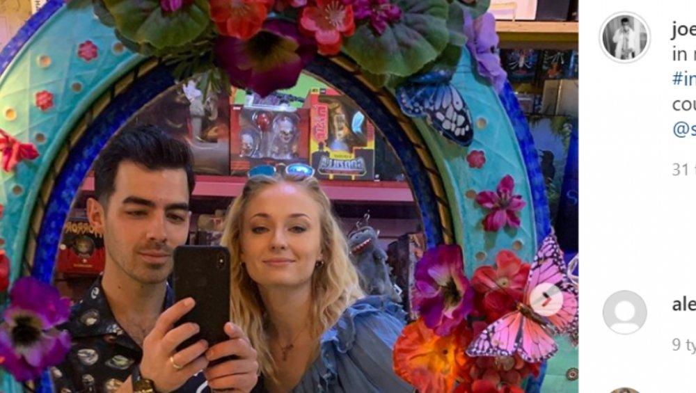 Joe Jonas wytatuował sobie Sophie Turner?! Musicie to zobaczyć