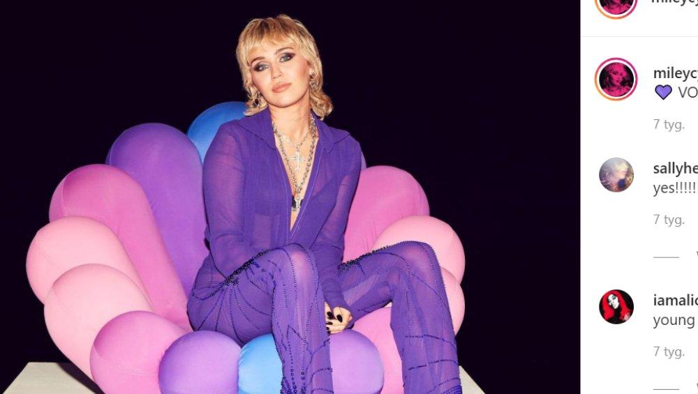 """Miley Cyrus topless na okładce magazynu! """"Królowa"""""""