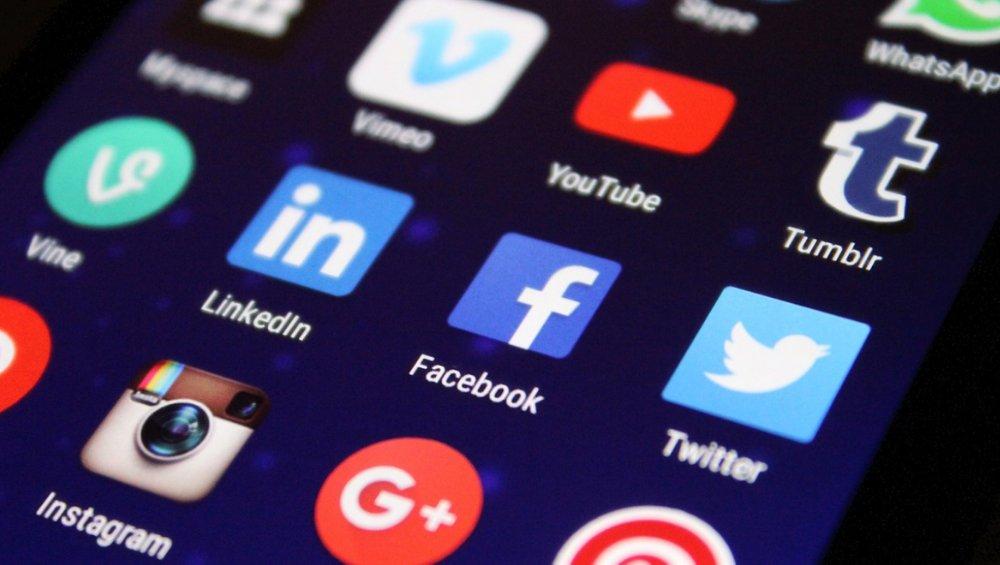 Facebook wprowadza zmiany. Z Instagrama i Messengera znikną niektóre opcje
