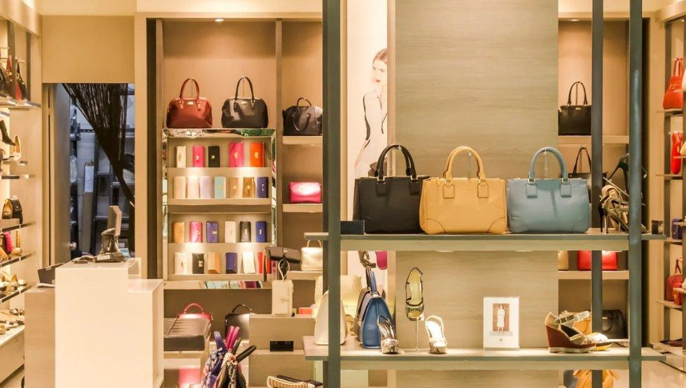 Koronawirus: kontrole w sklepach i galeriach. Zlecił je premier