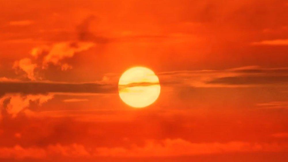 Czerwone niebo nad Polską. Skąd się wzięło to zjawisko?