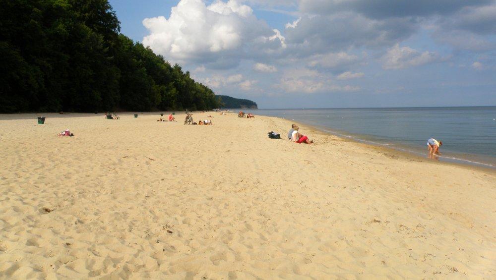 10 wyjątkowych plaż w Polsce. Które warto zobaczyć?