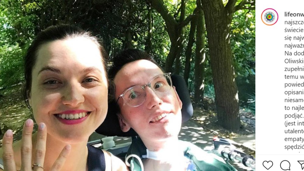 Wojtek Sawicki oświadczył się. Influencer z niepełnosprawnością planuje ślub