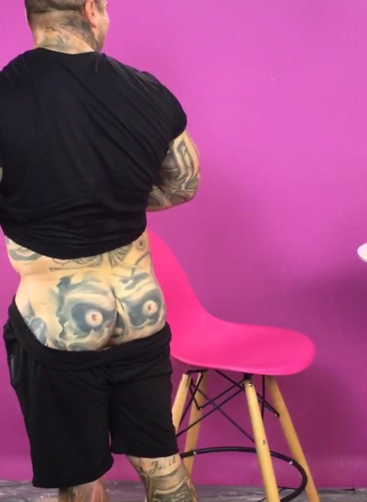 Popek Pokazał Tyłek Na Wizji Ma Tam Zabawny Tatuaż 4funtv